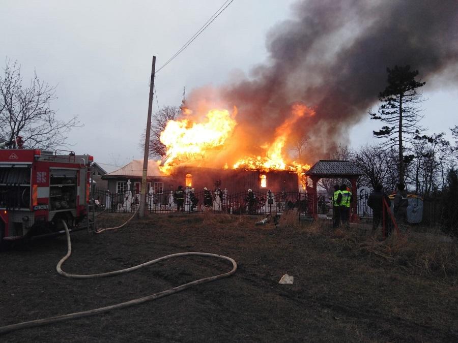Incendiu la biserica din localitatea Râșca, comuna Drăgănești.